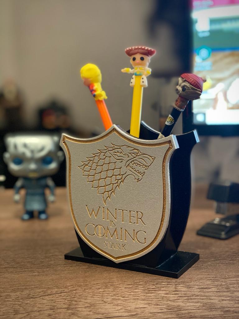Porta Caneta Geek: Casa Lobo Guerra dos Tronos (Cinza)