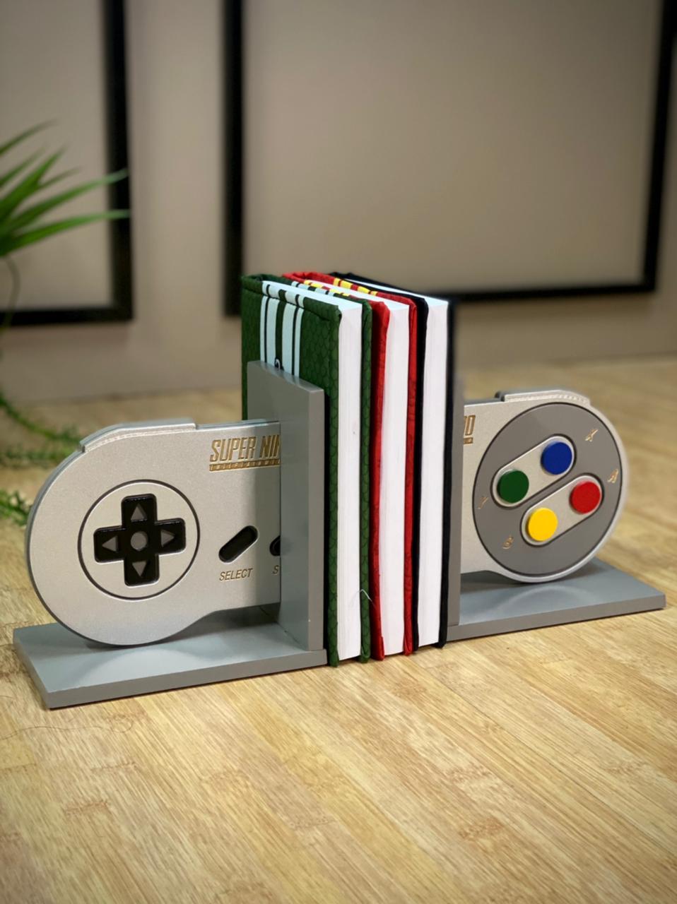 Porta Livro / Aparador de Livro Controle Super Nintendo  - EV