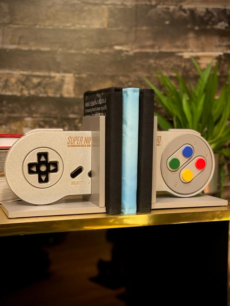 Porta Livro / Aparador de Livro Controle Super Nintendo