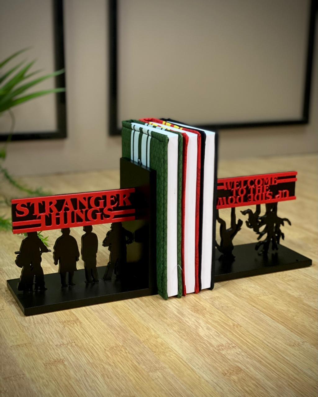 Porta Livro / Aparador  Stranger things - Geton