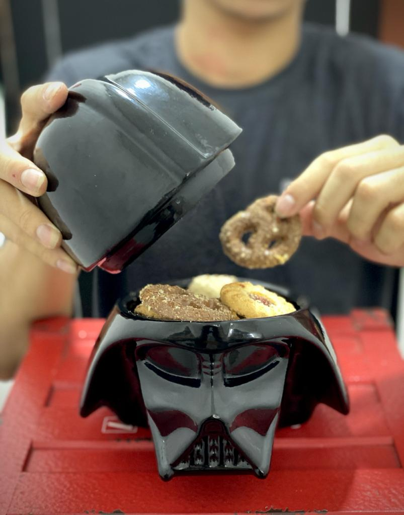 Pote de Cerâmica Darth Vader / Porta Biscoito /Bala / Capsula de Café - Star Wars