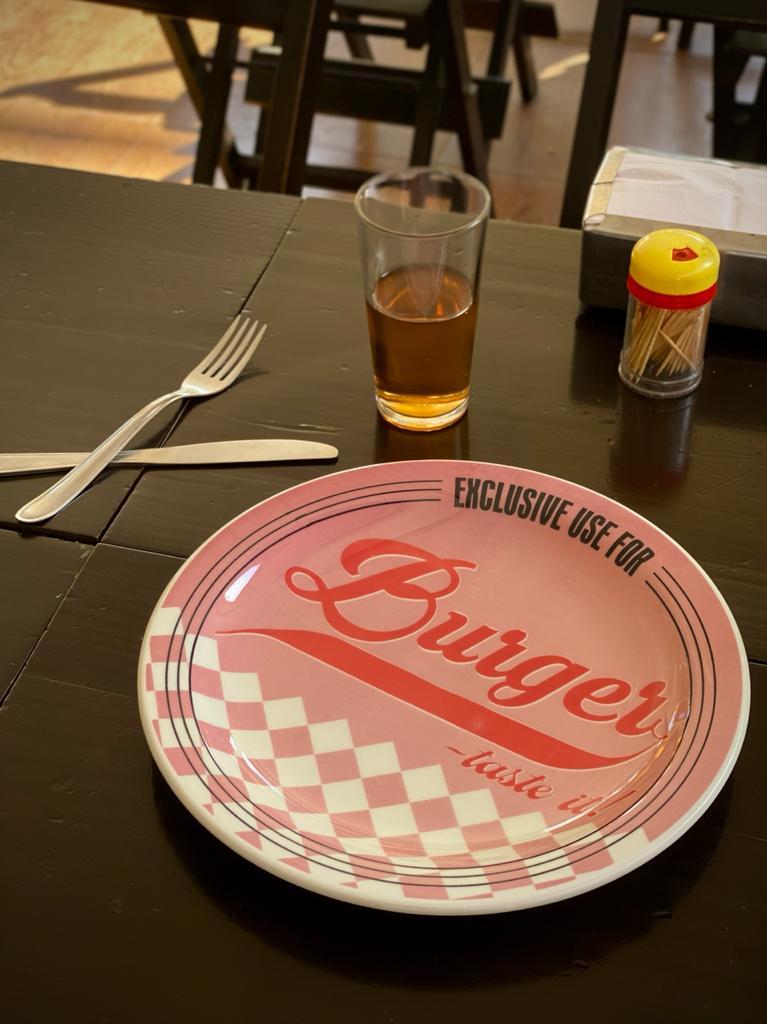 Prato Raso Exclusive Use For Burger - Taste It! Rosa - EV