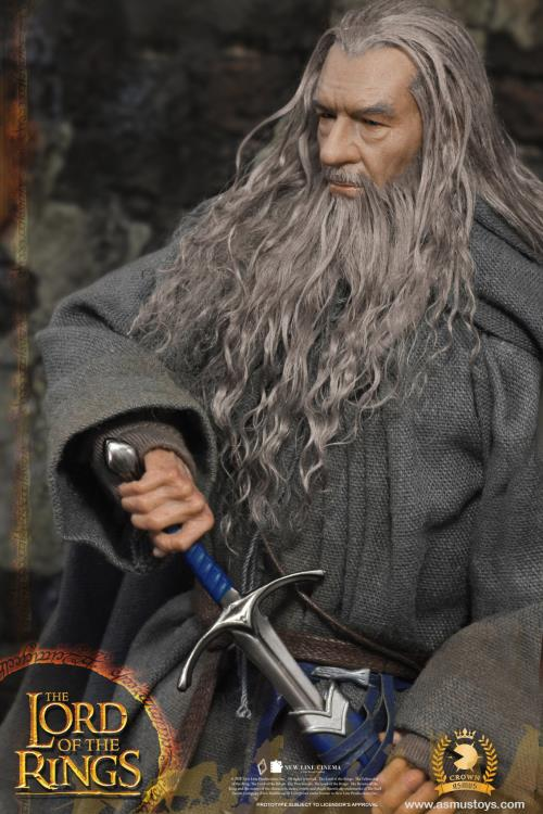 Action Figure Gandalf o Cinzento Gandalf The Gray: Senhor dos Anéis: As Duas Torres The Lord of the Rings: The Two Towers Escala 1/6 - Asmus Toys - MKP