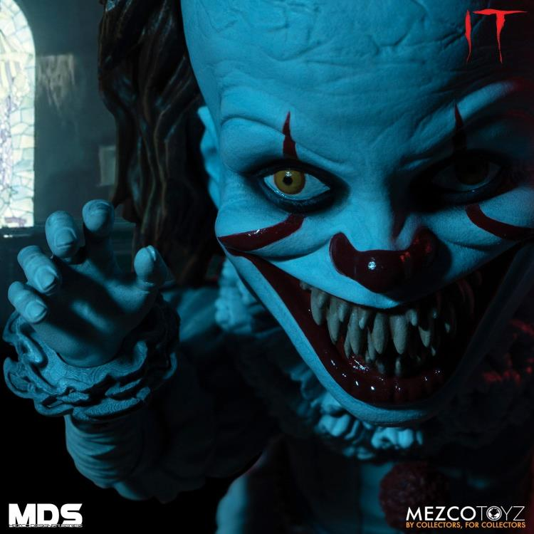 Action Figure Pennywise: It: A Coisa (2017) - Versão Deluxe - Boneco Colecionável - Mezco