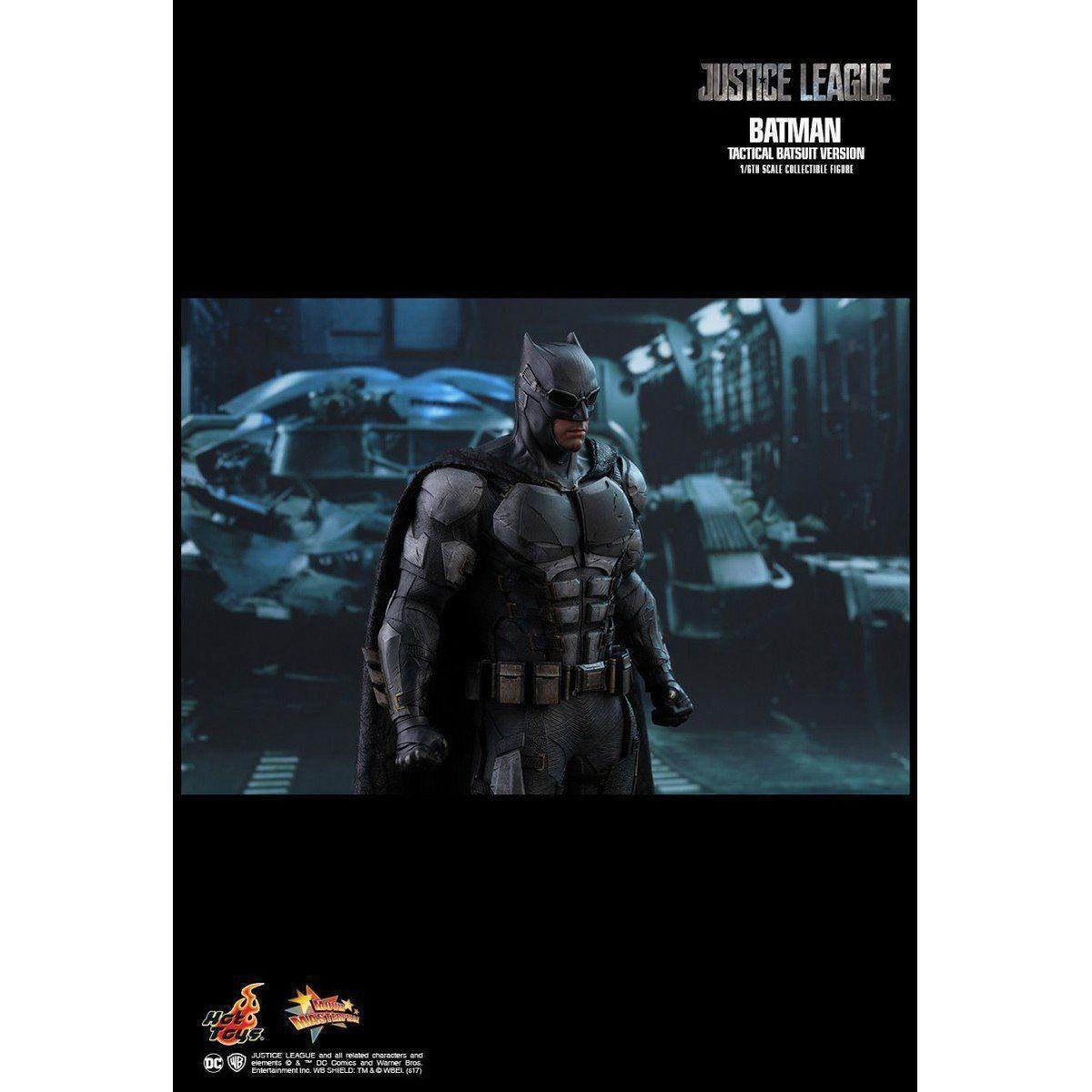 Boneco Batman Uniforme Tático (Tactical Batsuit): Liga da Justiça (Justice League) Escala 1/6 - Hot Toys (Apenas Venda Online)