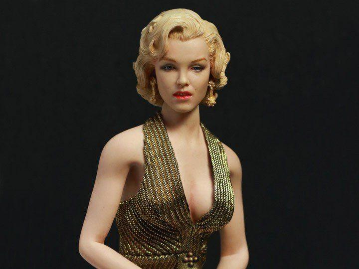 Boneco Marilyn Monroe (Lorelei Lee): Os Homens Preferem as Loiras (Gentlemen Prefer Blondes) Vestido Dourado (Gold Dress) Escala 1/6 - Star Ace
