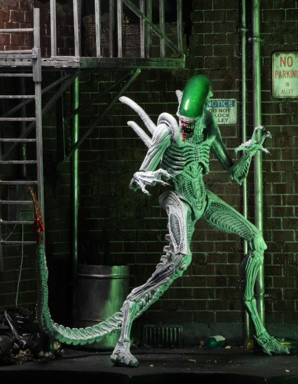 PRÉ VENDA: Bonecos Batman + Alien (Pack) - Versus - NECA