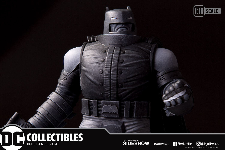PRÉ VENDA: Estátua Armored Batman: The Dark Knight Returns (Batman Black & White) DC Comics - DC Direct