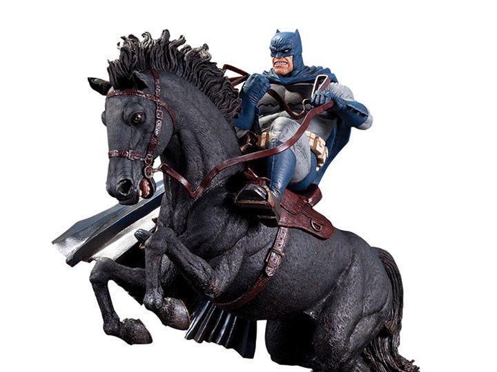PRÉ-VENDA Estátua Batman: O Cavaleiro das Trevas Retorna (The Dark Knight Returns) (Call to Arms Limited Edition) (Mini Battle) - DC Collectibles