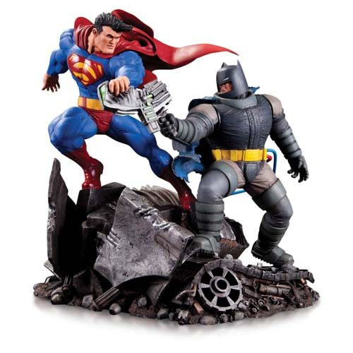 Estátua Batman vs Superman: O Retorno do Cavaleiro das Trevas (Dark Knight Returns) Limited Edition (Mini Battle) - DC Collectibles