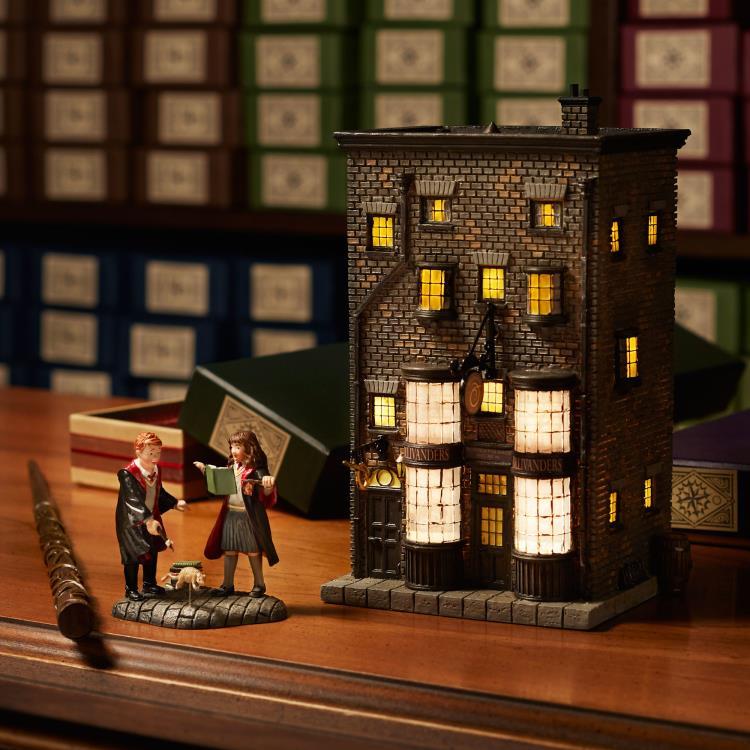 PRÉ VENDA: Miniatura Ollivander's Wand Shop: Harry Potter Village - Department 56, INC.