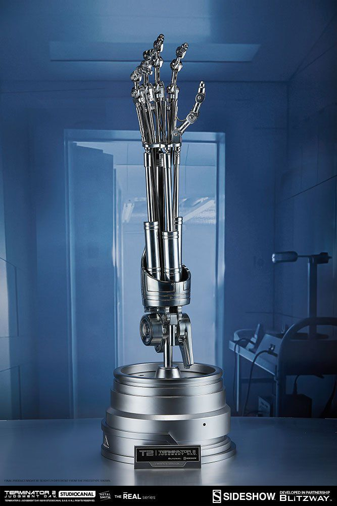 PRÉ VENDA: Réplica Braço e Chip Cerebral Endoesqueleto (Endoskeleton Arm and Brain Chip)T-800: Exterminador do Futuro (Escala 1/1) - Sideshow Collectibles