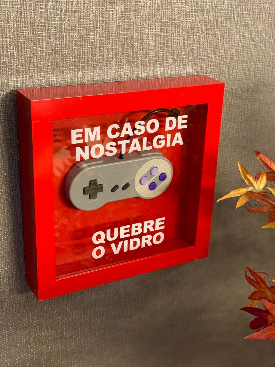 """Caixa de Emergência """"Em Caso de Nostalgia Quebre o Vidro"""" Controle SNES (Super Nintendo)  - Quadro 3D"""