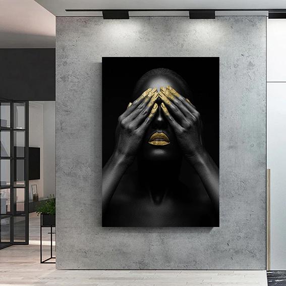 Quadro Canvas Com Moldura 60x80 Mulher Negra Lábios e Mãos Dourados Feminina - EV