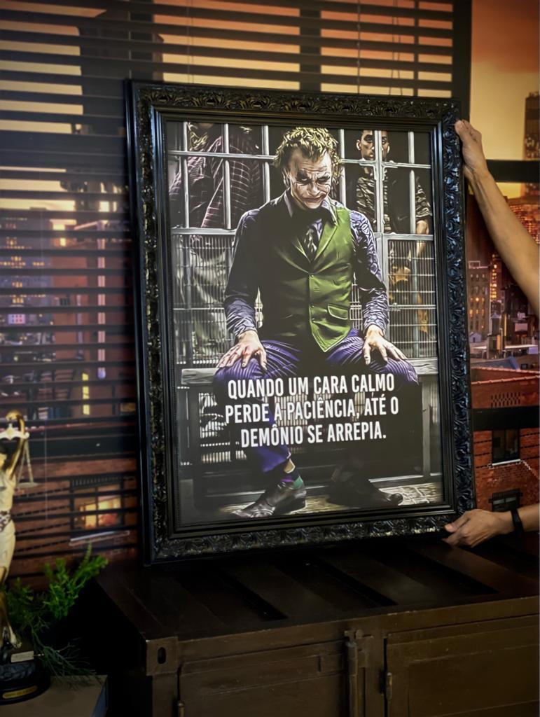 Quadro Canvas Com Moldura 94x74 Quando Um Cara Calmo Perde a Paciência, Até o Demônio Se Arrepia The Joker Coringa - EV