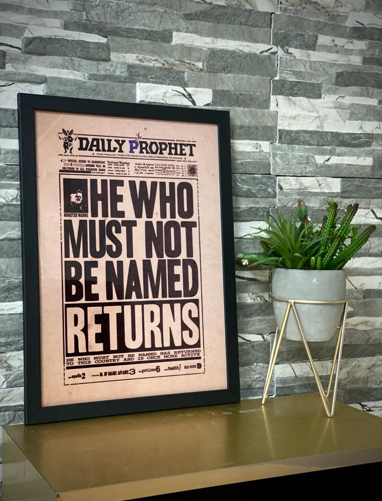 "Quadro Com Moldura: Daily Prophet ""He Who Must Not Be Named Returns'' (Harry Potter)  - 46x33"