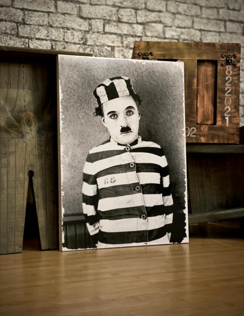 Quadro Metal Charlie Chaplin Prisioneiro - 30x40cm