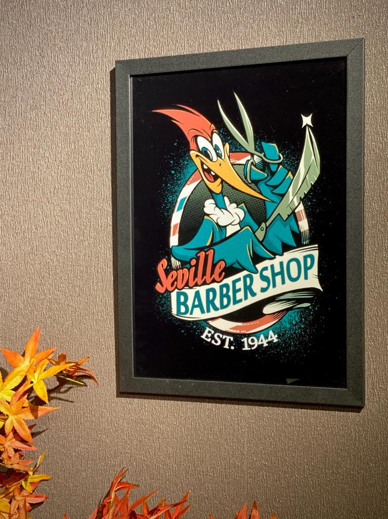 """Quadro com Moldura Pica Pau Biruta """"Seville Barber Shop"""" - EV"""