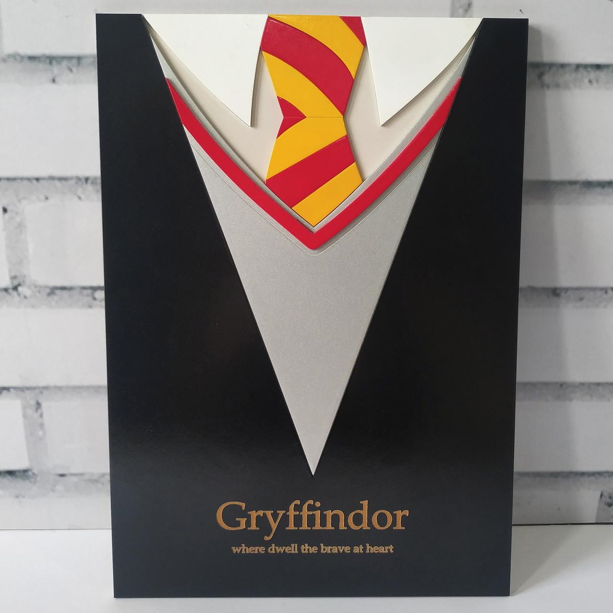 Quadro Placa 3D Uniforme Grifinória Gryffindor: Harry Potter