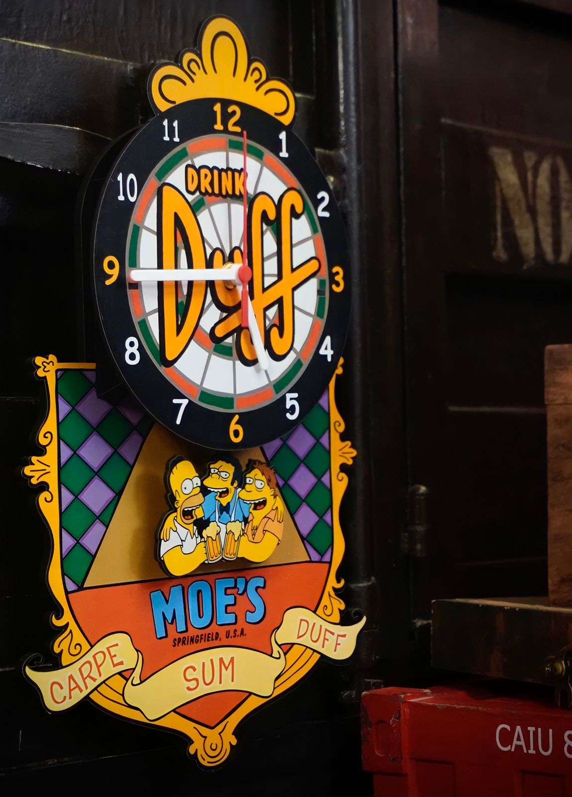 Relógio de Parede com Pêndulo Moe's: Os Simpsons