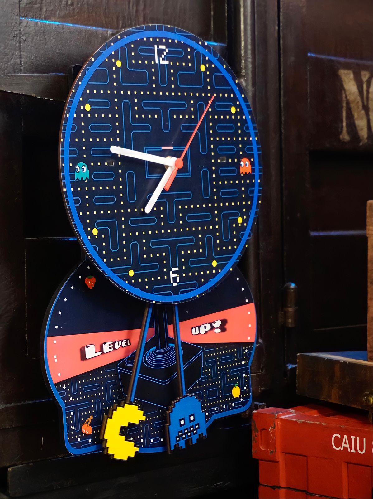 Relógio de Parede com Pêndulo Pac-Man