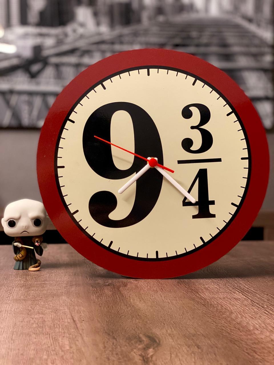 Relógio de Parede Vermelho Estação 9 3/4 - Harry Potter