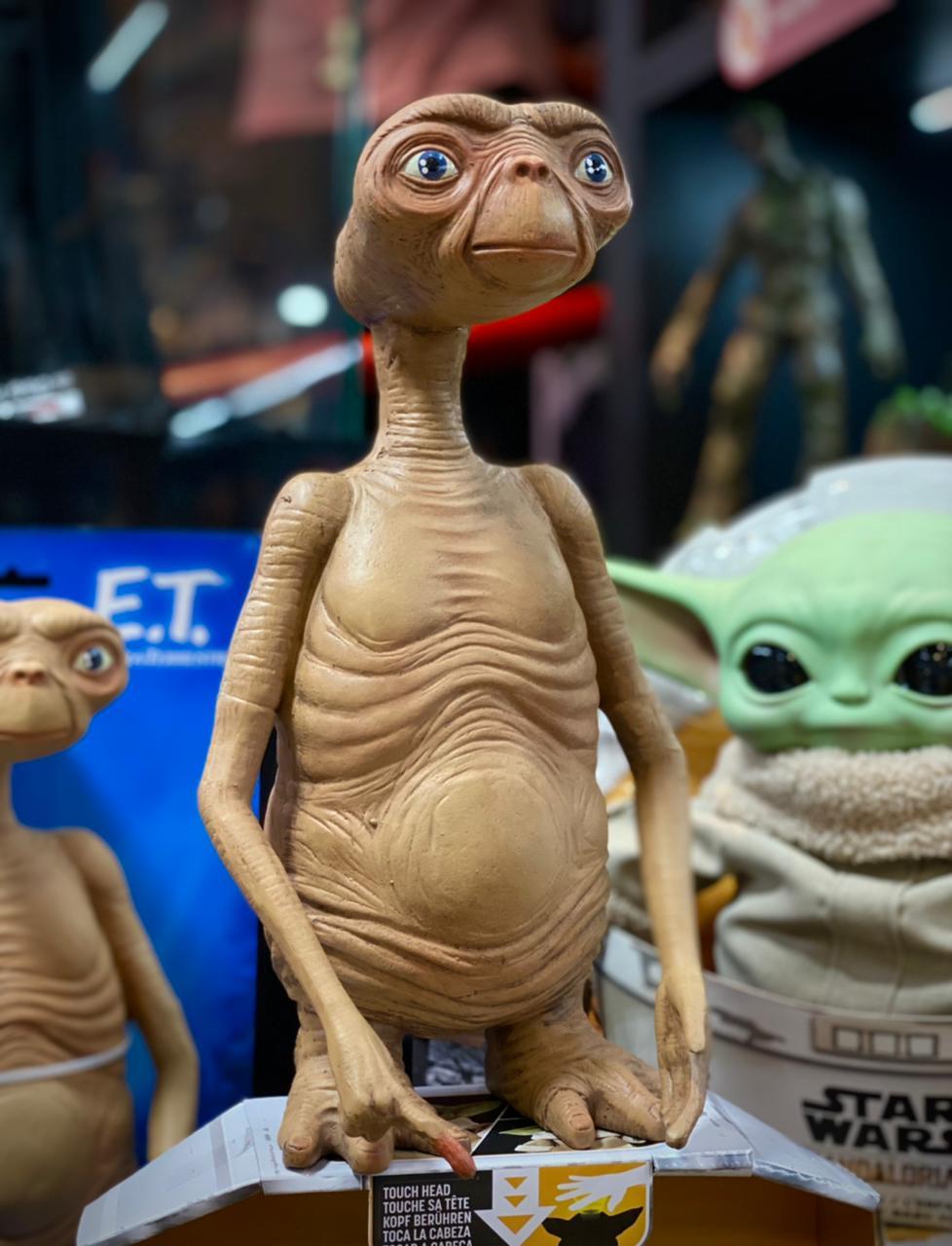 Réplica Brinquedo Figura E.T O Extraterrestre The Extra-Terrestrial 30cm - Neca