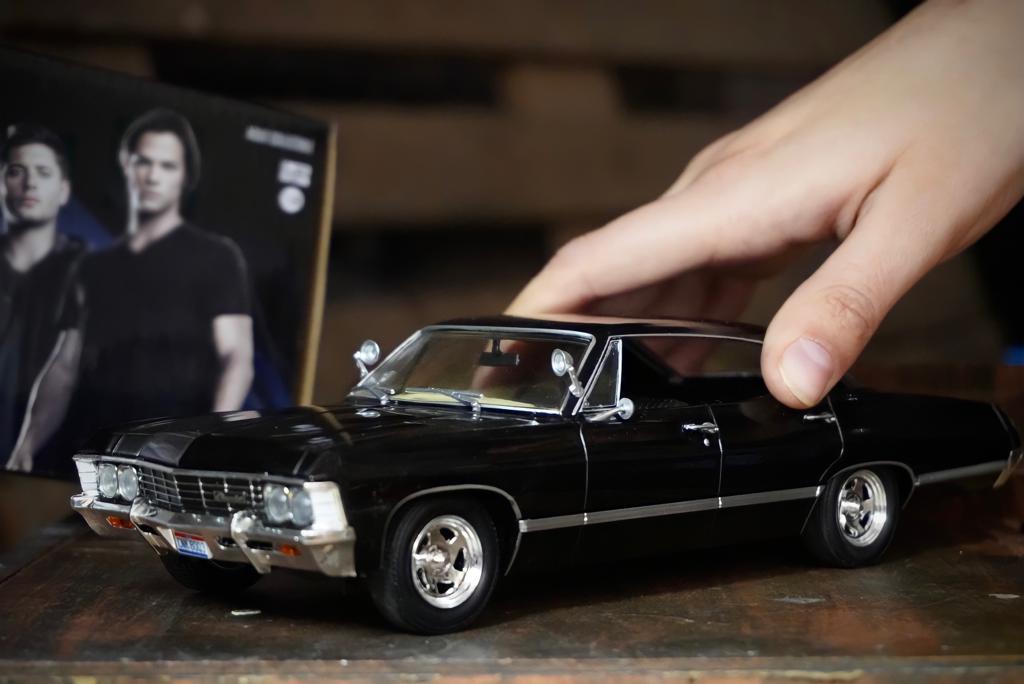 Réplica Carro Chevrolet Impala Sport Sedan 1967: Supernatural Join The Hunt Escala 1/24 Limited Edition Die Cast - Greenlight Hollywood
