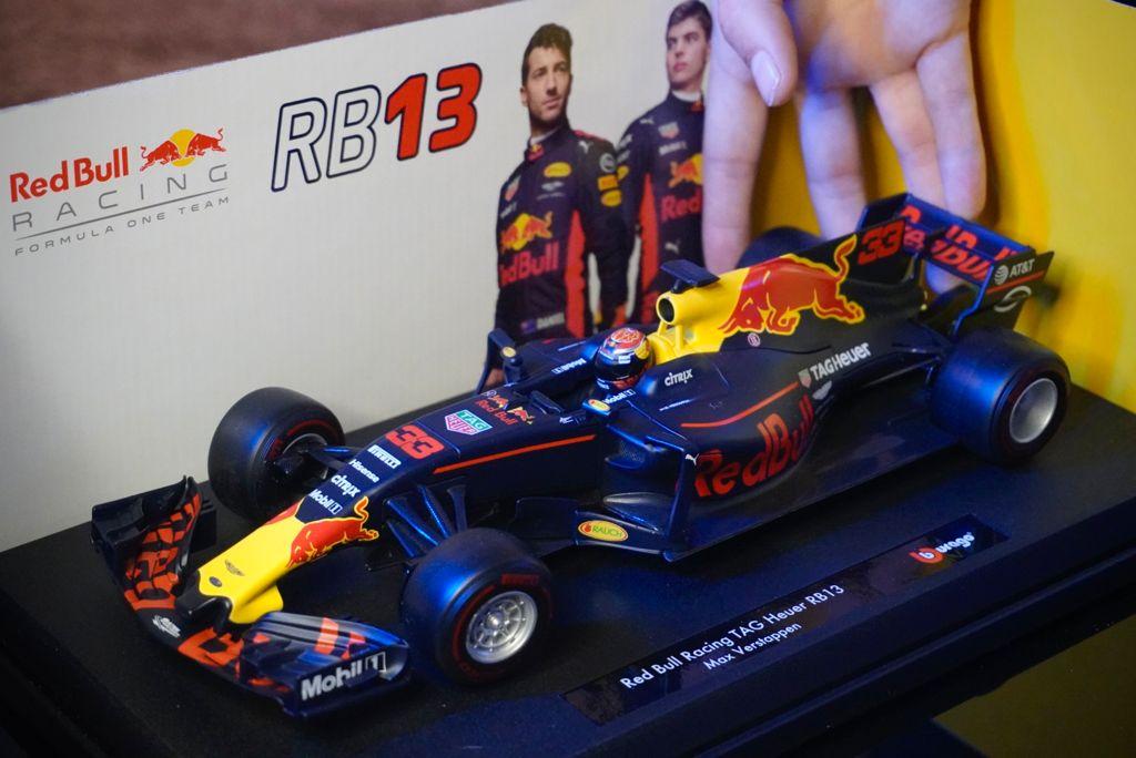 Réplica Carro de Formula 1 F1 RedBull Racing Tag Heuer RB13 Max Vestappen 1/18 Race - Bburago