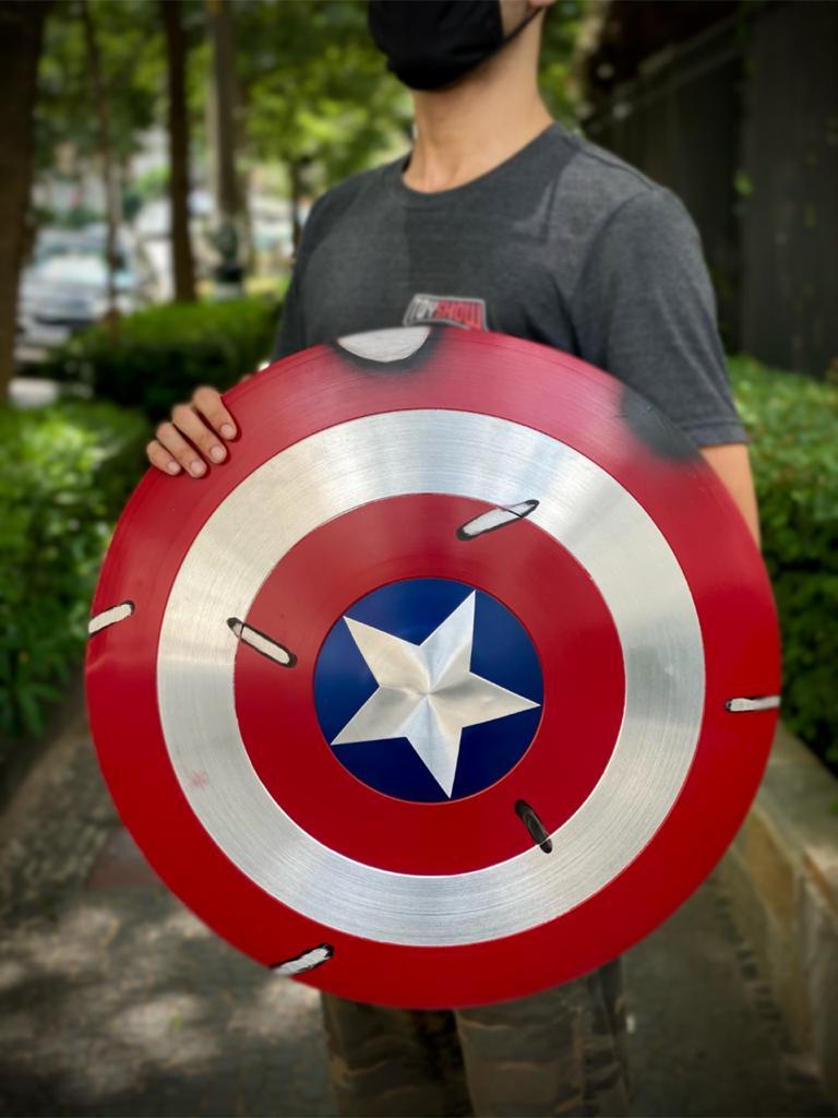 Réplica Em Metal Escudo Capitão América (Battle Damage): Marvel - Escala 1/1