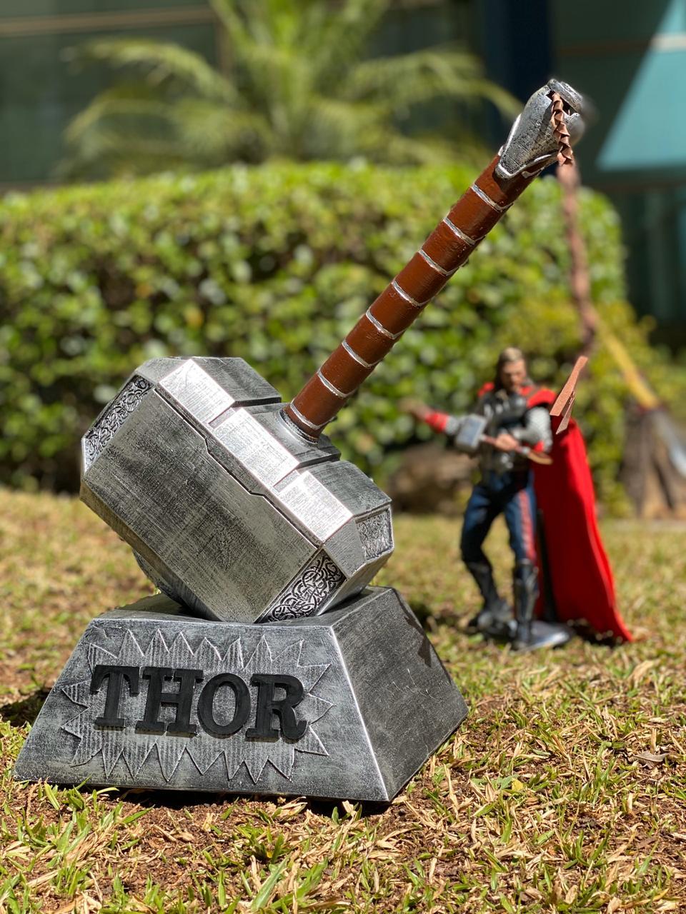 Réplica Martelo Thor - Com base:  (Mjölnir): Marvel