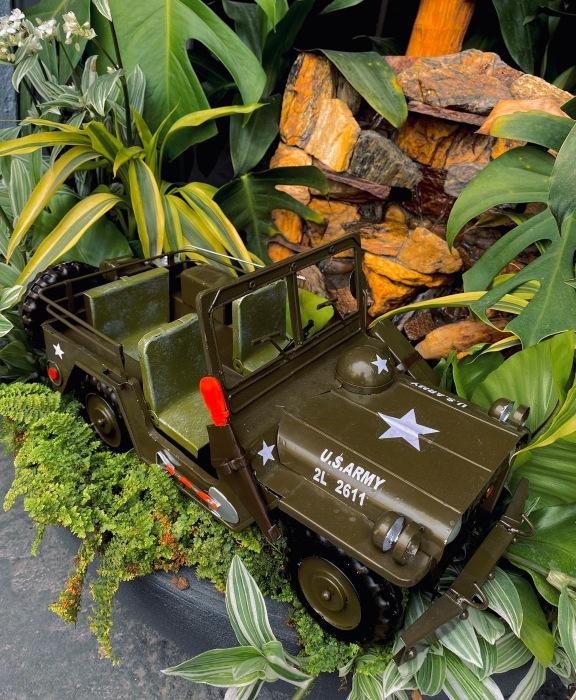 Réplica Metal Jeep Willys U.S.Army Capitão América Marvel 40 Cm