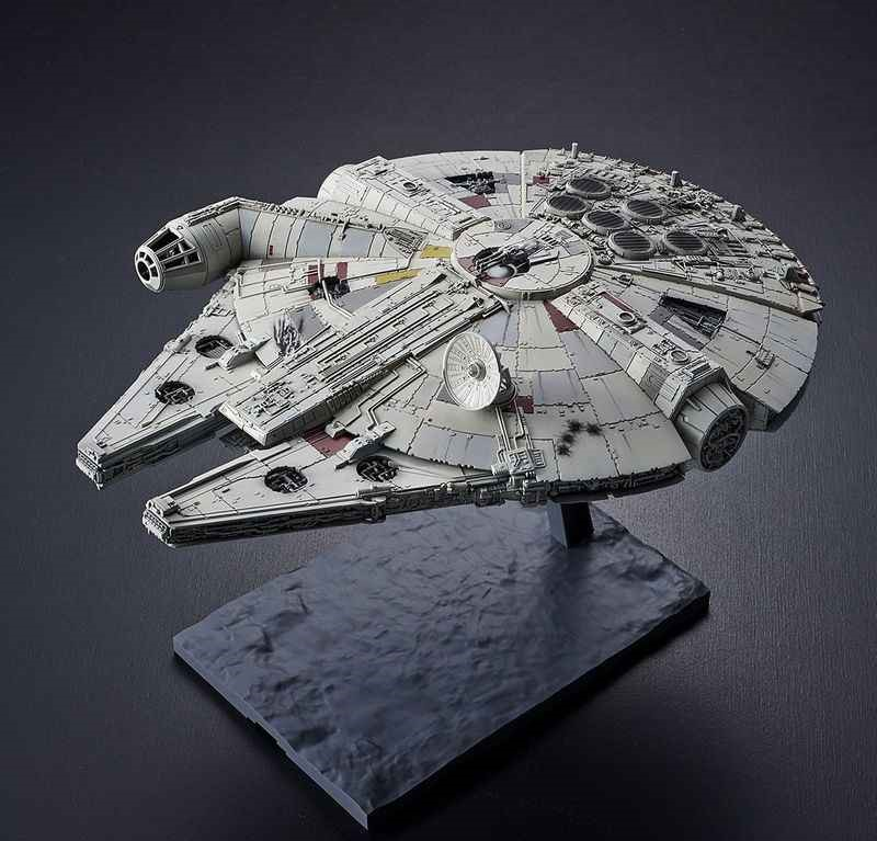 Réplica Modelo Colecionável Millennium Falcon Escala 1/144 Star Wars The Rise Of Skywalker A Ascensão Skywalker - Bandai