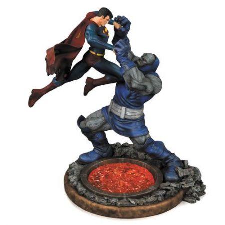 EM BREVE: Estátua Superman Vs Darkseid 2° Edição - DC Collectibles