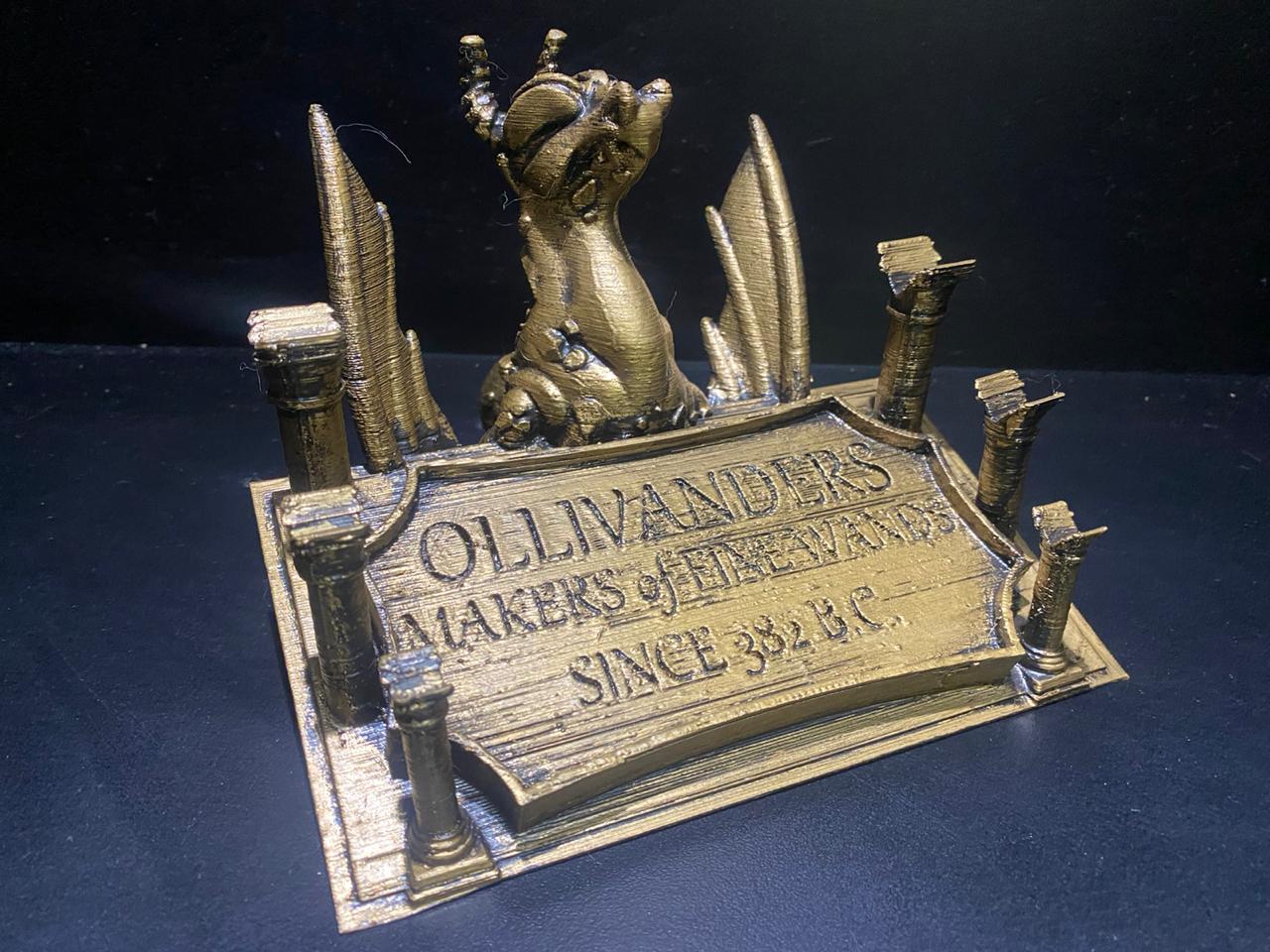 Suporte Dragão Olivanders Harry Potter Dourado: (Com 3 Varinhas Harry Potter, Dumbledore e Valdemort) - Harry Potter