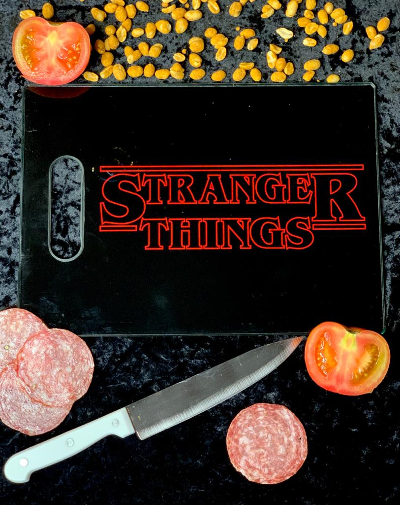Tábua de Carne de Vidro Stranger Things (Preto) (35x25cm)