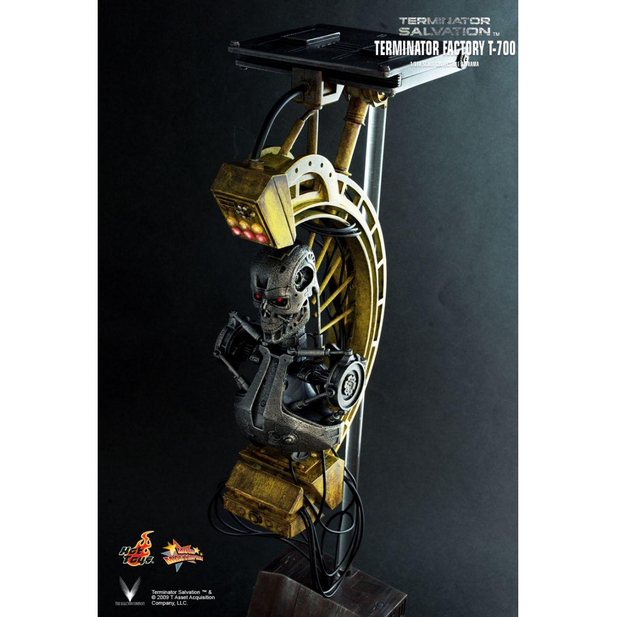 Estátua T-700: O Exterminador do Futuro: A Salvação (Terminator Salvation) Factory Diorama Escala 1/6 - Hot Toys