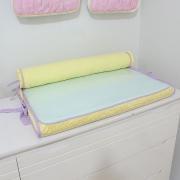 Trocador de cômoda aquarela lilás com rolo protetor