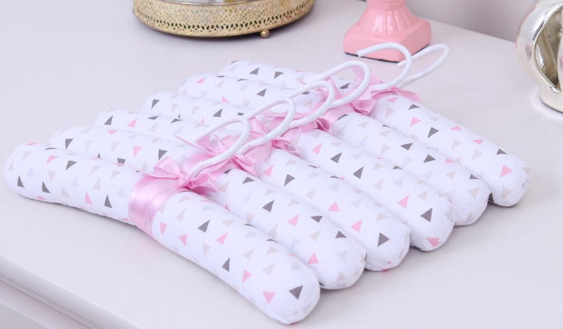 Jogo de Cabides Triângulo Branco com Rosa  - Toca do Bebê