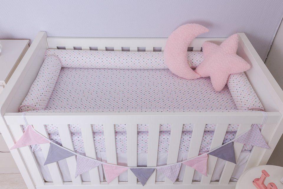 Kit de Berço 04 Rolos Triângulo Branco com Rosa  - Toca do Bebê