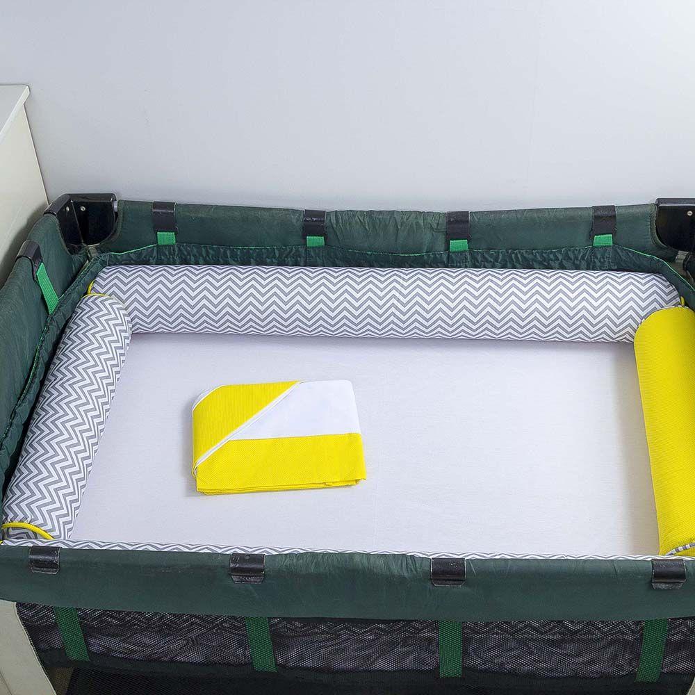 Kit de Berço Desmontável 07 Peças Chevron Cinza com Um Rolo Amarelo  - Toca do Bebê