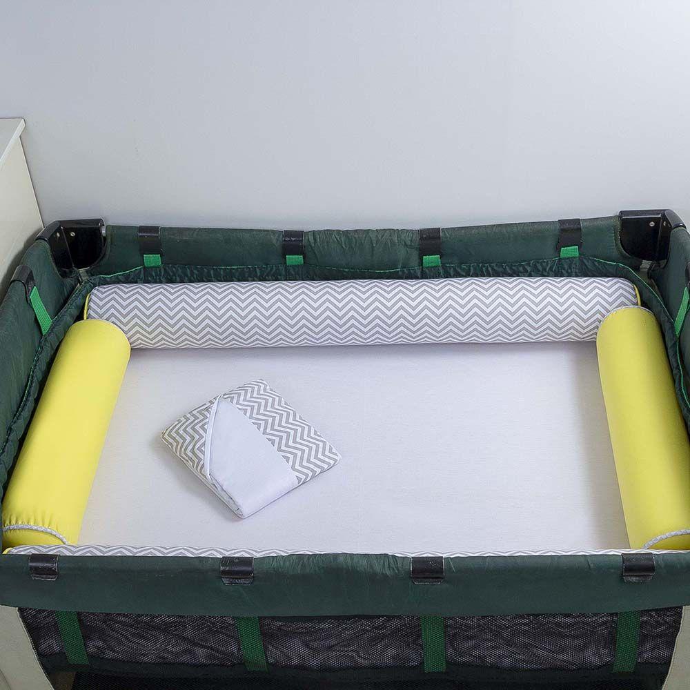Kit de Berço Desmontável 07 Peças Chevron Cinza com Dois Rolos Amarelo  - Toca do Bebê