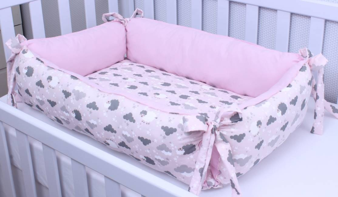 Ninho para Bebê Redutor de Berço Ovelha Rosa  - Toca do Bebê