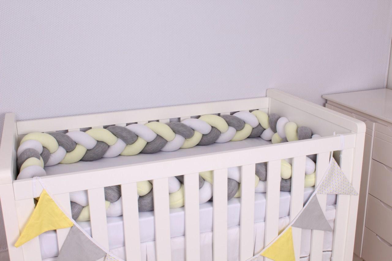 Protetor de Berço em Trança Amarelo Bebê,Cinza Mescla e Branco 4m  - Toca do Bebê