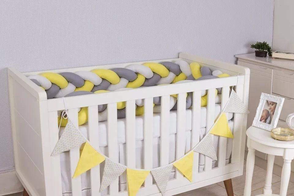 Protetor de Berço em Trança Amarelo Ouro,Cinza Prata e Branco 4m  - Toca do Bebê