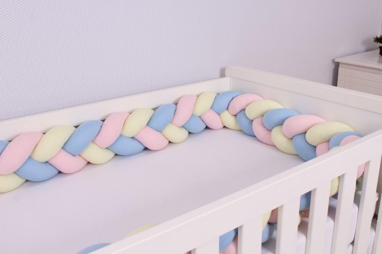 Protetor de Berço em Trança Azul Bebê , Rosa Bebê e Amarelo Bebê 4m  - Toca do Bebê