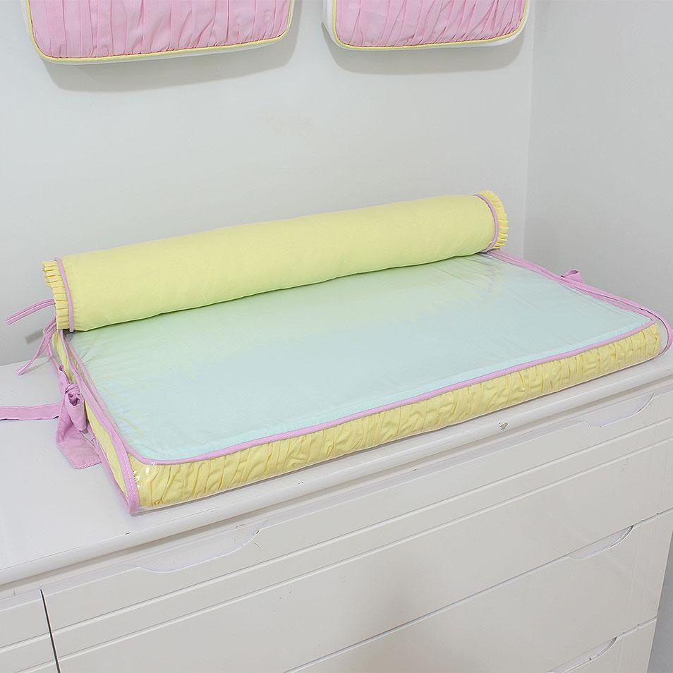 Trocador de cômoda aquarela rosa com rolo protetor