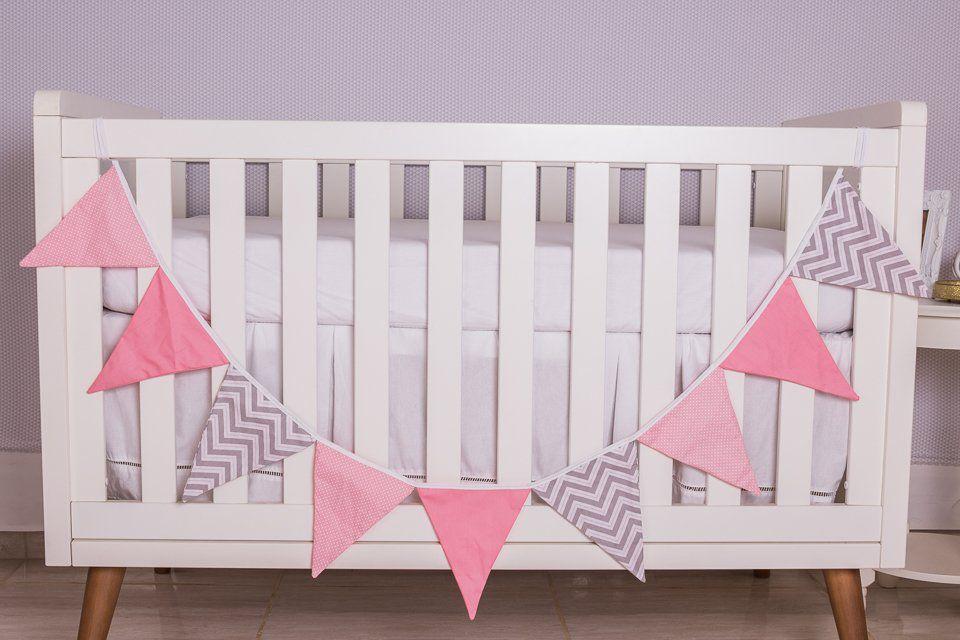 Varal Decorativo de Bandeirinha Chevron Rosa com Poá  - Toca do Bebê
