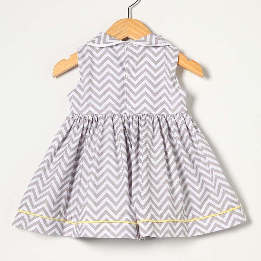 Vestido Branco e Cinza  - Toca do Bebê