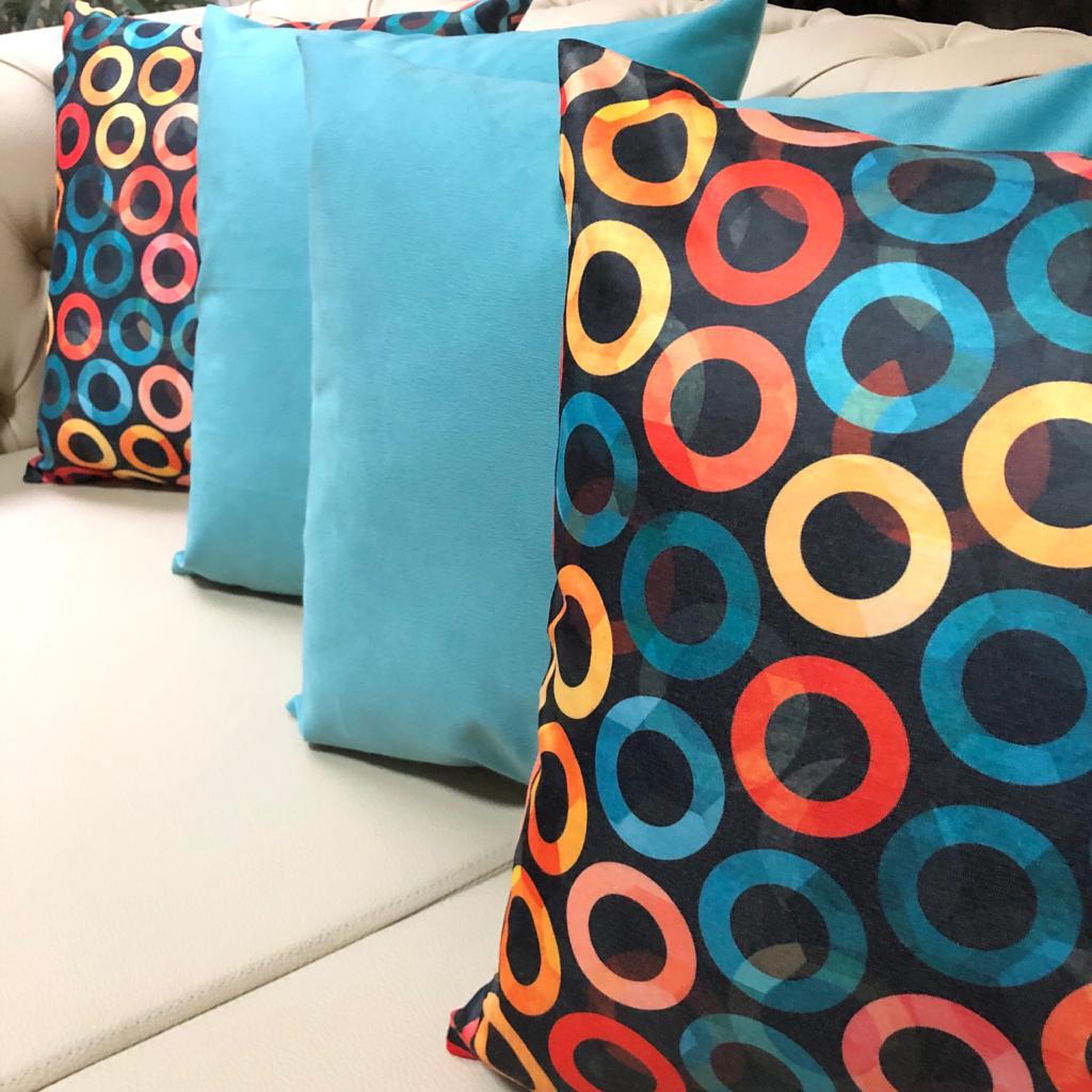 Kit 4 Capas de Almofadas Composê  Azul Sapucaia e Argolas Coloridas